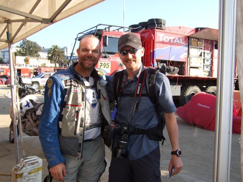 Valparaiso. Highlight Dakar Rallye 2009. Die Rallye hatte hier ihren Ruhetag. Ich bekam über einen Reporter von Auto Motor und Sport einen Presseausweis und konnte direkt ins Fahrerlager. Simon Pavey kennen wir von der DVD Race to Dakar als er mit Charley Boorman 2006 die Rallye fuhr.